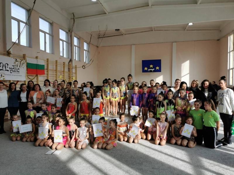 Грации по художествена гимнастика от Враца завоюваха куп медали на