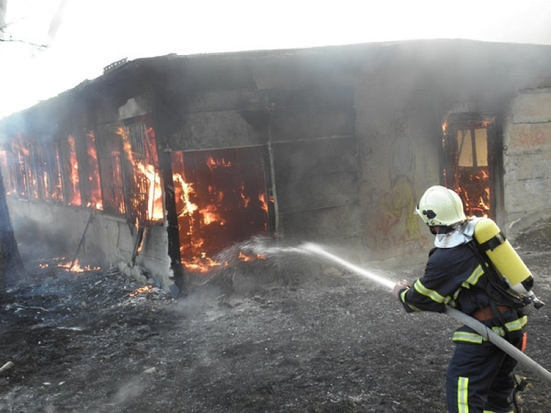 Пожар във видинското село Антимово вдигна на крак огнеборци, научи