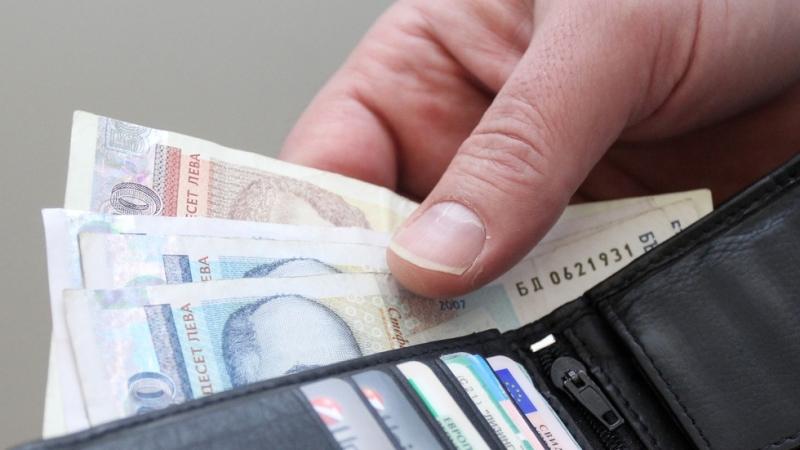 Средната заплата в София мина за първи път 2000 лв.,