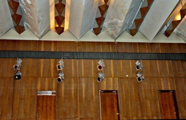 Мизерията в Концертна зала в Пловдив започва от фоайето. Голямото