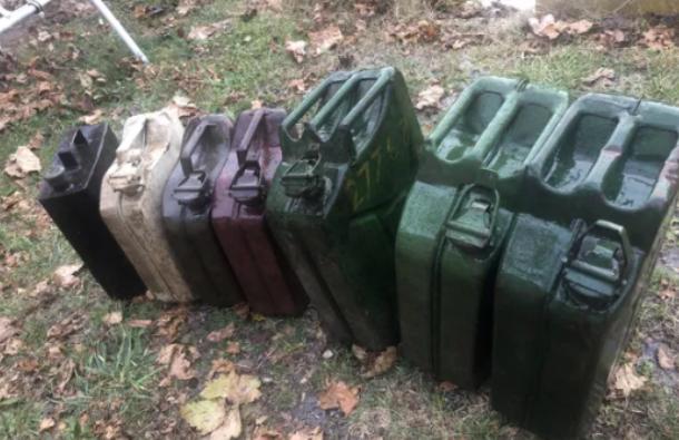 Бандити свиха акумулатори и 200 литра бензин във Видинско, съобщиха