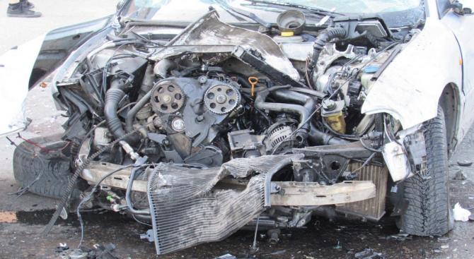 Двама младежи пострадаха при катастрофа във Варна, съобщава ОД на