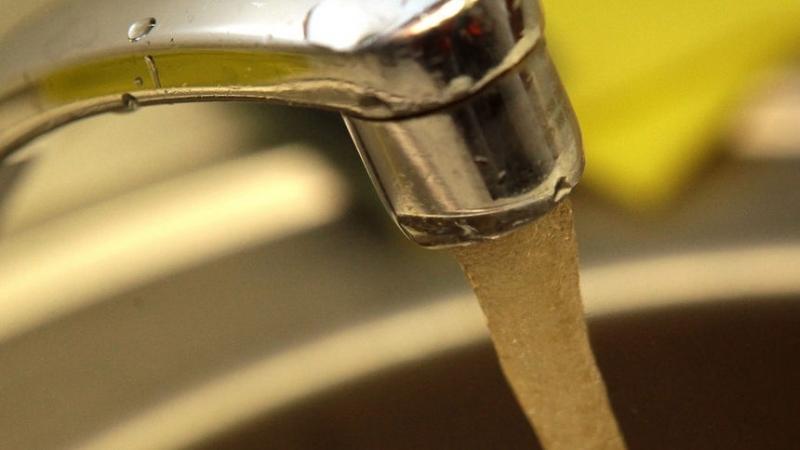 Здравните власти забраниха пиенето на вода от централното водоснабдяване в
