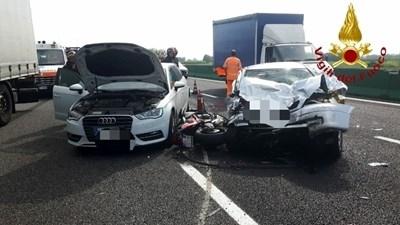 Снимка: Българин загина в катастрофа на магистралата Милано-Торино, 6-ма са ранени /снимки/