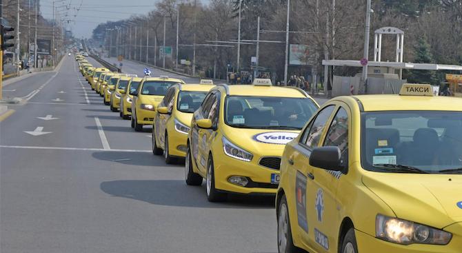 Таксиметровите шофьори искат минималната цена за километър в столицата да