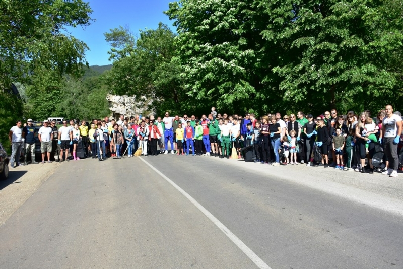 Над 200 доброволци от Враца се включиха в почистването на