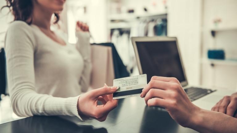 Хванаха банкерка от Нова Загора, точила банкови карти на клиенти,предаде