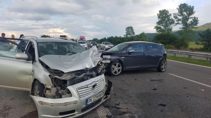 Жена от Монтана е пострадала при верижна катастрофа на пътя