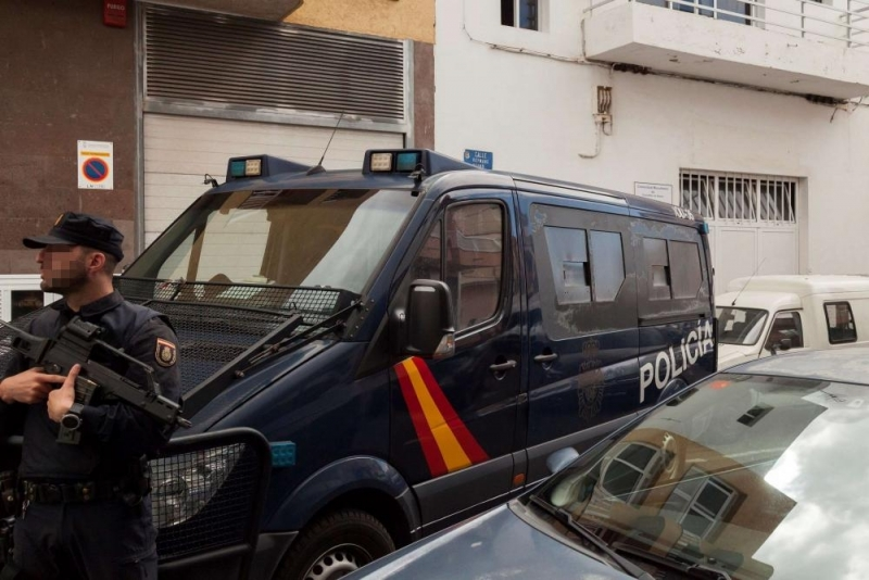 Арестуваха 41 български граждани в Испания, бандата търгувала с деца и ги карала да проституират