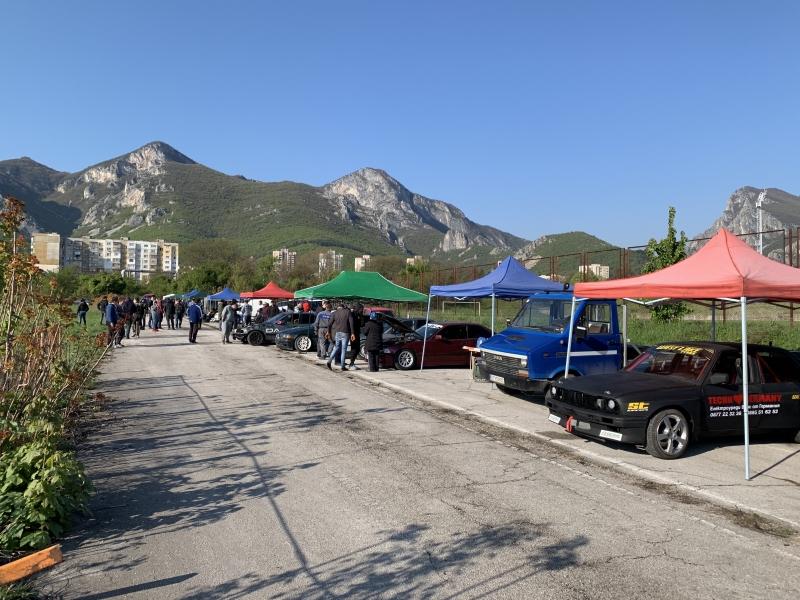 Зрелището започна! Дрифтъри от цяла България палят гуми във Враца /снимки/