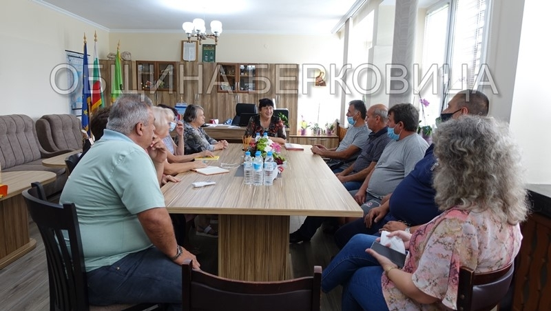 Кметът на Берковица проведе среща със собствениците на одобрените за финансиране жилищни сгради /снимки/