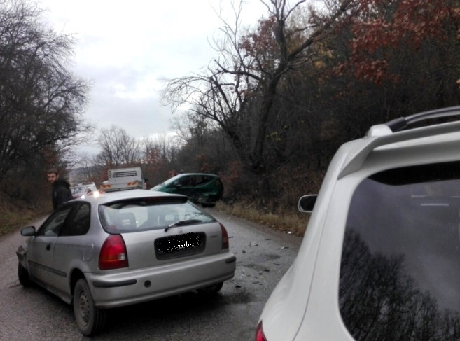Трагедия! Два трупа след катастрофа на пътя за Петрохан