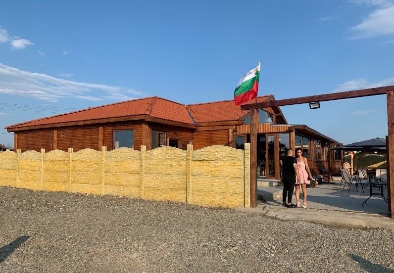 Млади хора отвориха ресторант в Нефела, в който ще предлагат храна с вкуса от нашето детство /снимки/