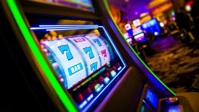 Криминално проявен мъж потроши машинка в казино във Враца, това