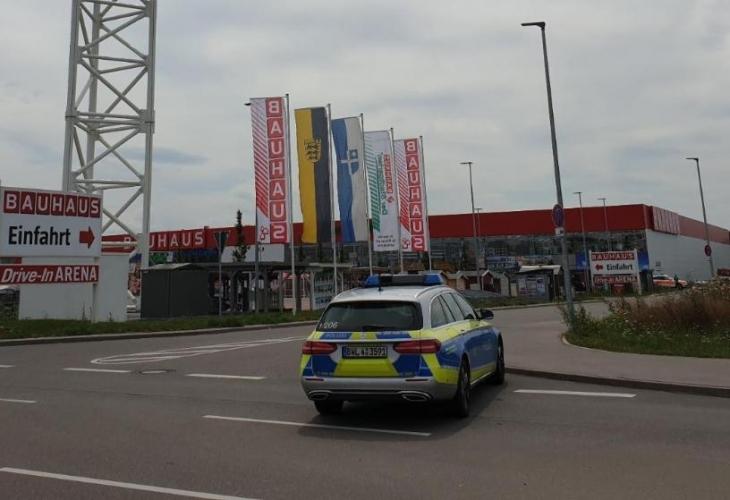 Самолет се срути върху строителен магазин в Германия. Инцидентът е
