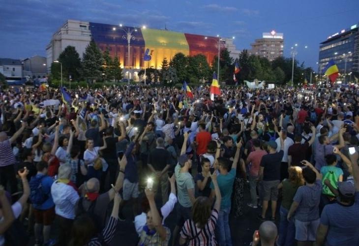 Без инциденти протече втората вечер на антиправителствени протести в Румъния.