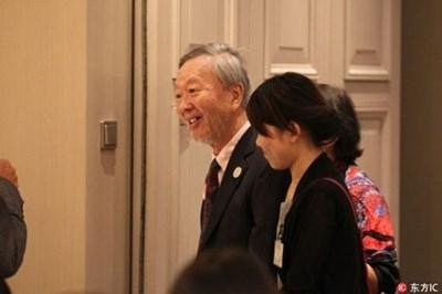 Чарлз Као, носител на нобеловата награда за физика през 2009