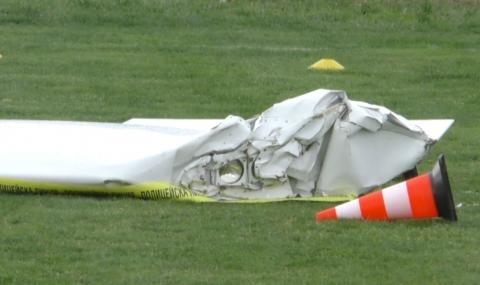 Двама души загинаха вчера след като малък самолет падна в