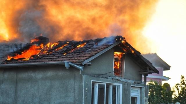 Пожар е вилнял в частен дом в Монтанско вчера, съобщиха