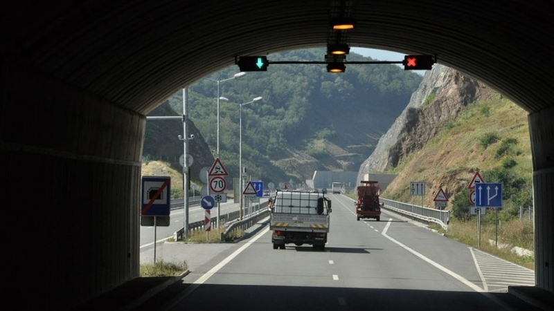 "Договорът за строежа на тунел ""Железница"" на автомагистрала ""Струма"" вече"