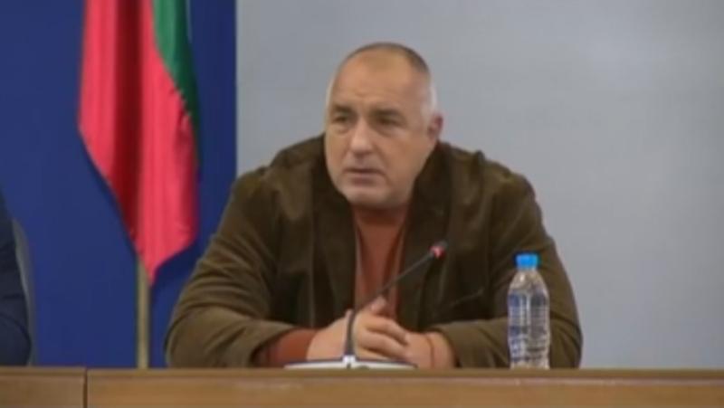 На извънреден брифинг в Министерски съвет, премиерът Бойко Борисов, вицепремиерът