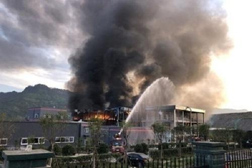 Силна експлозия разтърси днес химически завод в Източен Китай, предаде