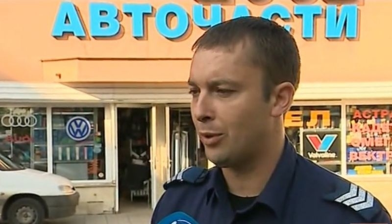 Полицай е станал случаен свидетел на обир и залови двамата