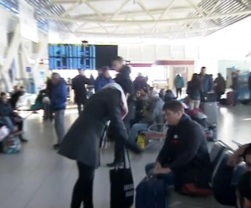 Снимка: Близо 200 души са блокирани на летище София заради отменен полет