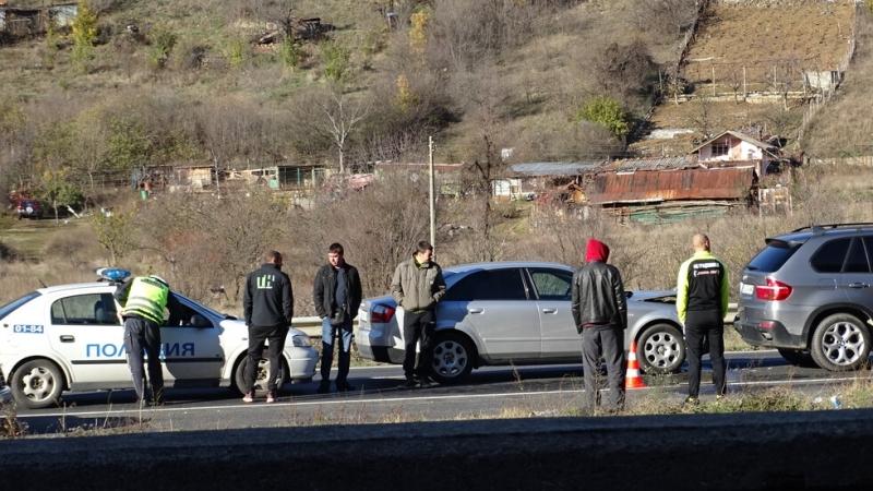 Снимка: Няколко коли се натресоха верижно на Е-79 край Благоевград