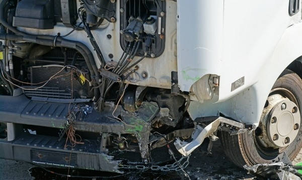Софиянец се заби с ТИР в друг камион в Лом, прати младеж от Монтана в болница