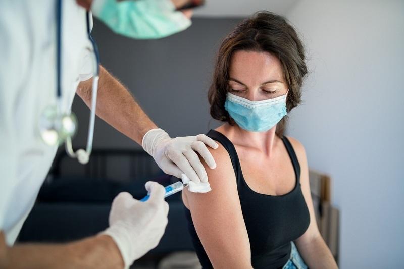 Здравното министерство организира томбола с таблети и часовници за ваксинирани.