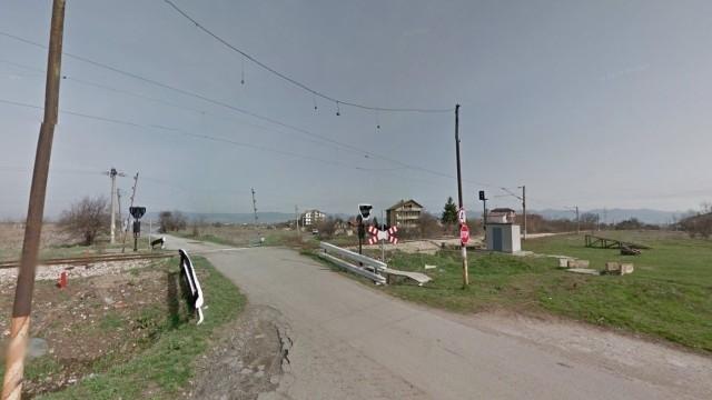 Влак удари автомобил на прелеза в софийското село Кубратово.Една жена