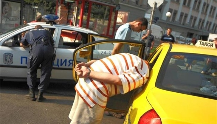 Полицаи са хванали пиян таксиметров шофьор във Враца, съобщиха от