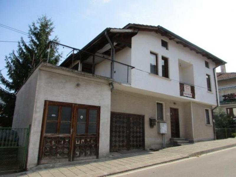 Сложиха на тезгяха огромна къща в Белоградчик /снимки/
