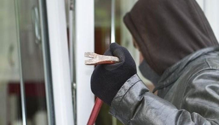 Млад мъж откраднал велосипед, ножици и консерви във Врачанско, съобщиха