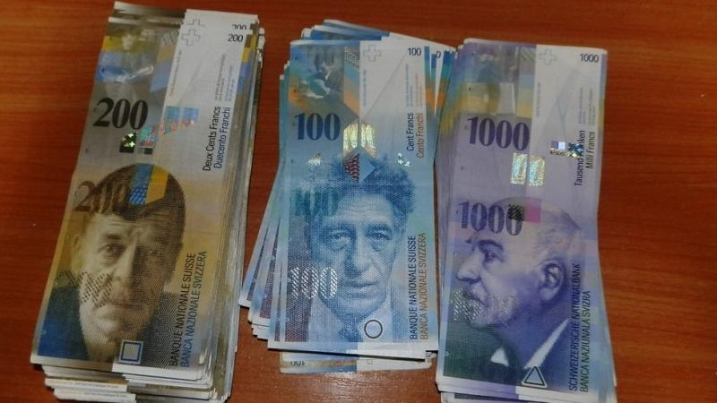 Общо 203 072 лева контрабандна валута иззеха митнически и гранични