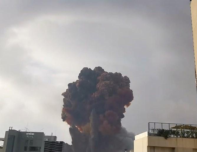 Най-малко 154 души са загинали при експлозиите на пристанището в