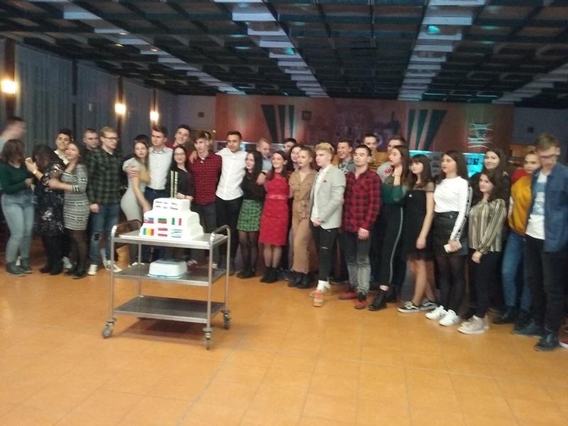 """През настоящата учебна година СУ """"Христо Ботев"""" отново работи по"""