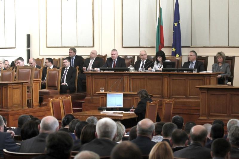Снимка: Без промяна в правилника на НС: Депутатите на БСП ще продължат да получават заплати