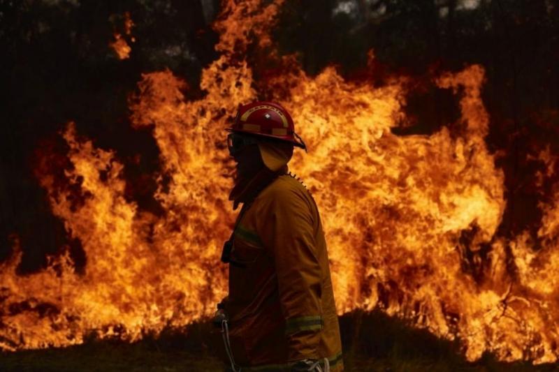 Десетки горски пожари горяха днеспо източното крайбрежие на Австралия. Пожарникарите