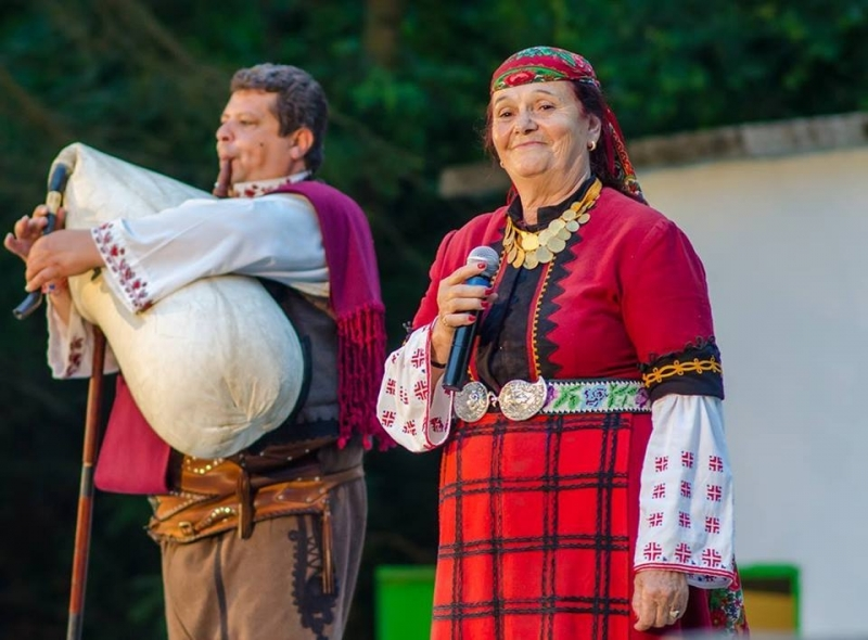 Снимка: Валя Балканска е специален гост на фолклорен фестивал в мездренско село
