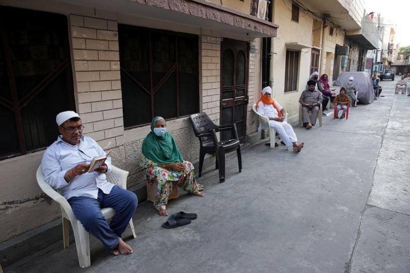 Индийският премиер Нарендра Модипризова индийците да изгасят светлините в домовете