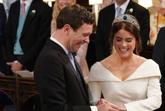 Британската принцеса Юджини се омъжи за приятеля си Джак Бруксбанк