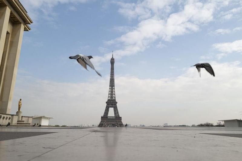 Париж ще затвори напълно всички барове от утре, след като