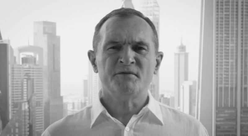 Хазартният бос Васил Божков, който се укрива в Дубай, поднесе