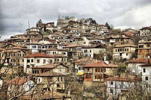 Издирвана от турската полиция за връзки с ФЕТО турска гражданка