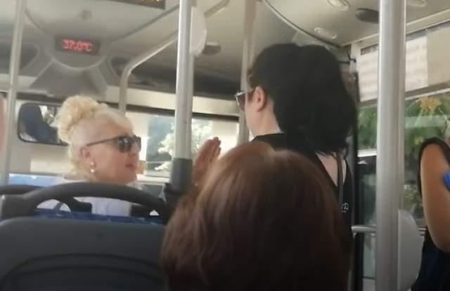 На срамен скандал между люта контрольорка и пътничка в градски