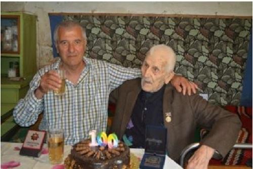 Стогодишен юбилей отпразнува с роднини и гости Никола Трифонов от