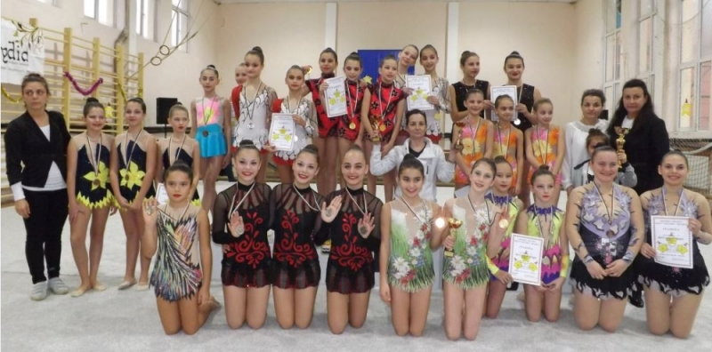 """Юбилейно издание на турнира """"Коледни звездички"""" в Мездра събира над 120 гимнастички"""