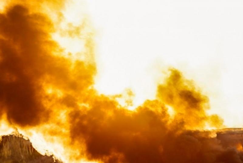 Седемнайсет загинали след пожар в хотел в Индия